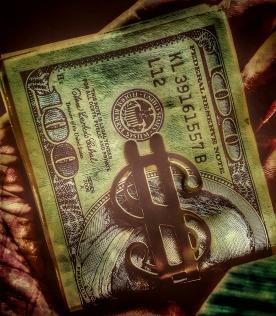 Dollar i sedelklämma.